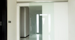 Sklenené dvere na mieru - Posuvné sklenené dvere